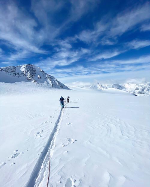 Seilschaft auf dem Weg zur Wildspitze in den Ötztaler Alpen mit Bergführer Franz Trimmel.